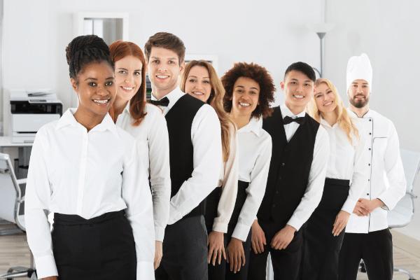 Hotelkleidung Restaurantkleidung Uniformen von OUTFIT. Für einen einheitlichen und professionellen Auftritt als Unternehmen